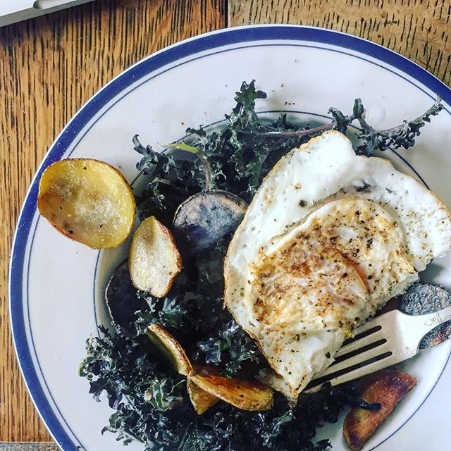 #lunchtime Ya, that's right. #kale #potatoes #friedeggs #wrigleysapples #explorehumboldt #eatlocal #eatwell but don't eat all my kale.