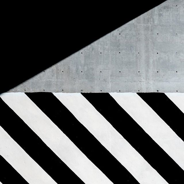 Black + White + Cement will always be my jam. . 📷: @alex.rds