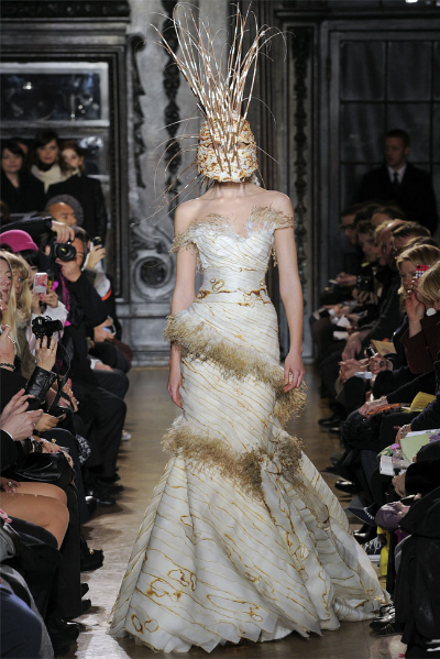 Giles-Deacon-Fall-Winter-2012-2013.jpg