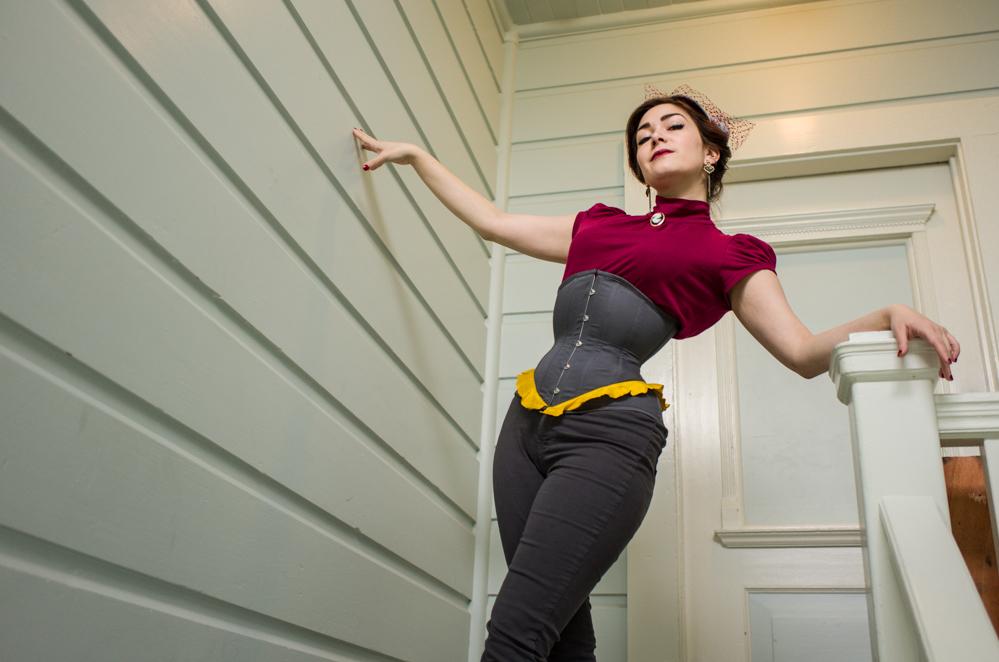 L1000534 Pop Antique Demoiselle corset Victoria Dagger Alyxander Ryan_s.jpg