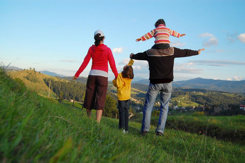familyhikinglghor.jpg