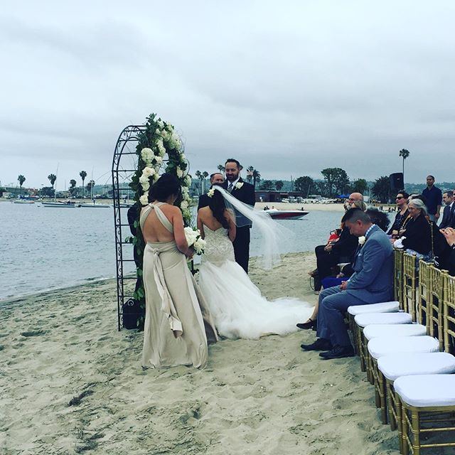 A beautiful, breezy day for Ann & Adam's shoreline wedding. Congratulations!! #sandiegowedding #sandiegoweddingmusic #sandiegorowingclub #violin #musicbyheidi