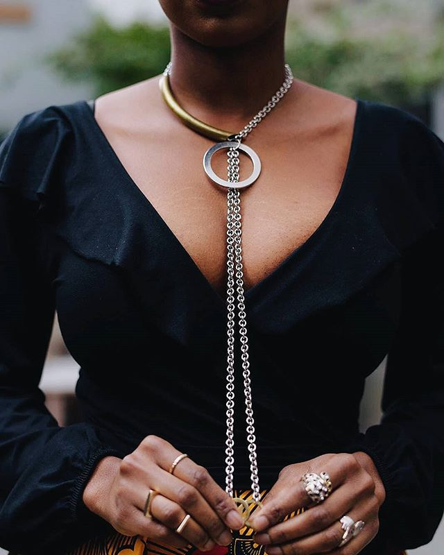 🌗 The Zuri necklace looks great with any neckline though V-necks are one of my favorite! @floweringsword showing us how it's done! 😍😍😍 📸: Photo by @williams.reecet . . . . . #thesilverfeather #losangeles  #smallbusinessla #uniqueLAxplatform #necklacelovers #jotd #headwrapsinthepark #mixedmetaljewelry