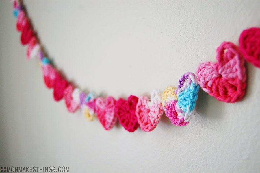 CrochetHeartGarland5_MonMakesThings.jpg
