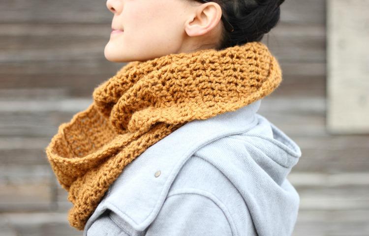 double-crochet-infinity-scarf.jpg