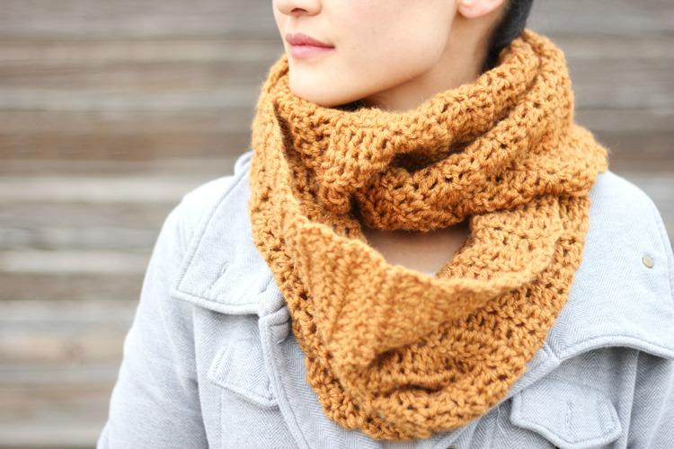 double-crochet-infinity-scarf-2.jpg