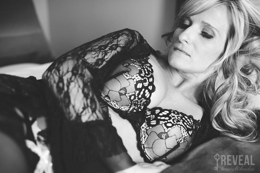 Tessa_BoudoirKC_DHPhotography008.jpg