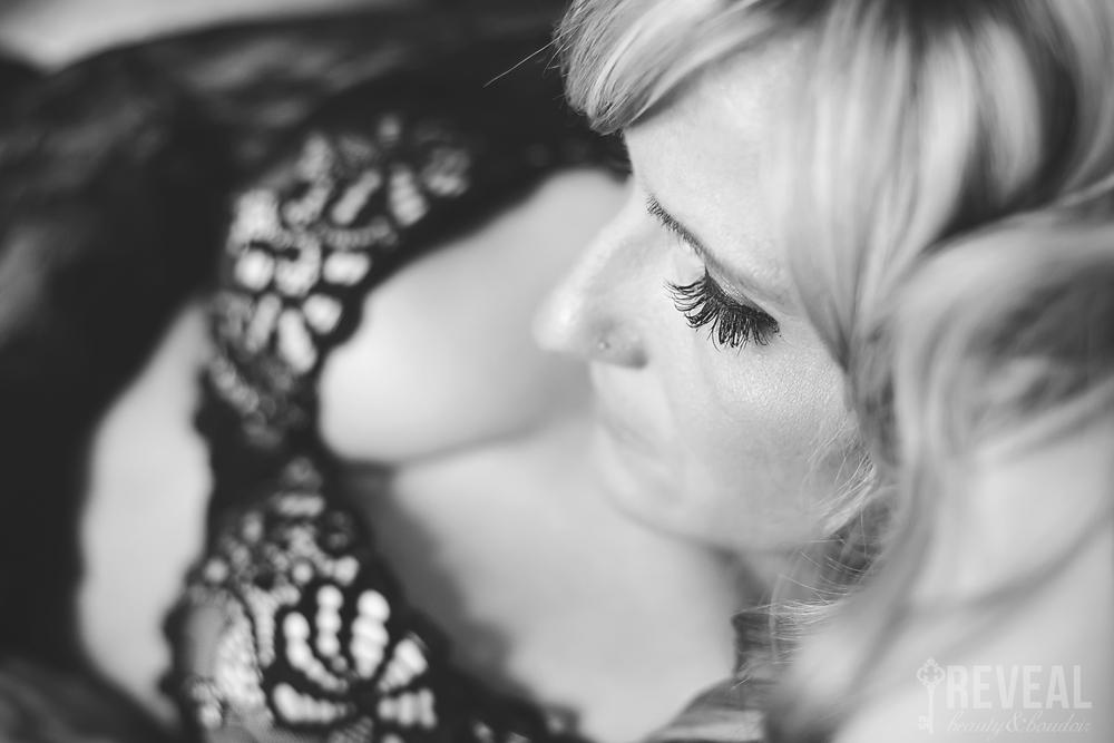 Tessa_BoudoirKC_DHPhotography014.jpg