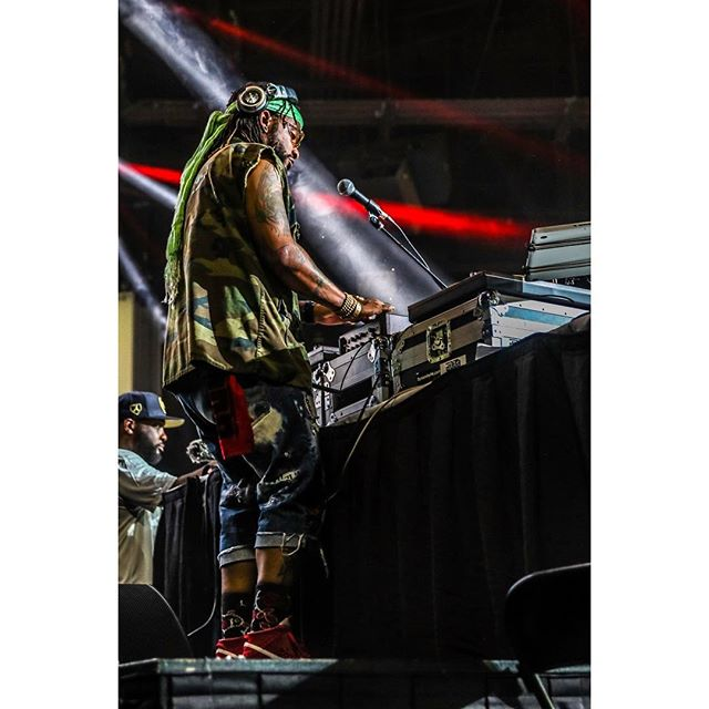 One of the flyest pics I caught yesterday and it's one of my DJS 🤯🤭 @its_dynamitefm killing ish @v103atlanta #carandbikeshow #dope #photos #djs #photographers #lightroom #hdr #concerts #editing #lights #goodmusic #atl #events #nightlife #atldjs #atlphotographers #atlanta