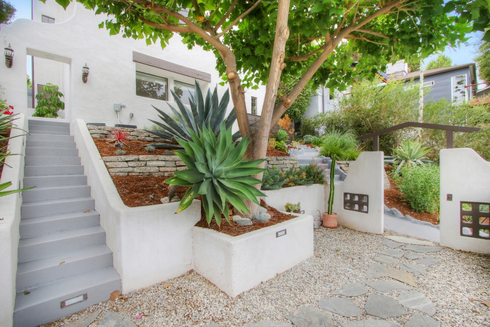 4922 Onteora Way - Landscaping