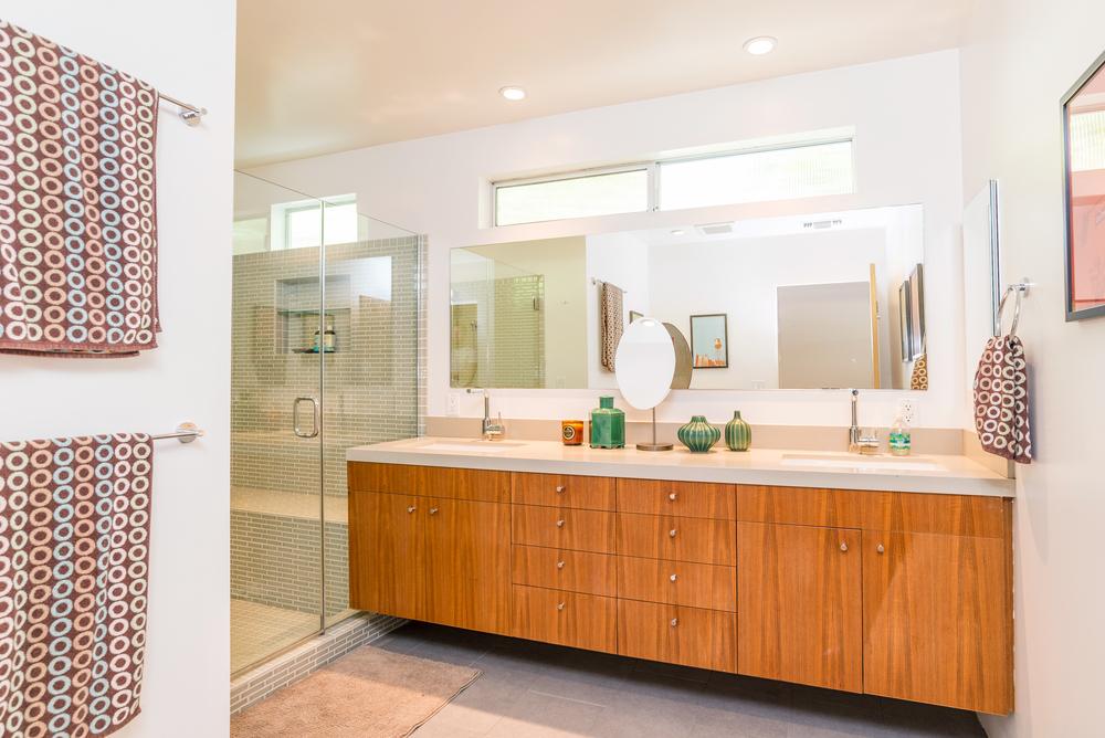 734 Genesee - Bathroom