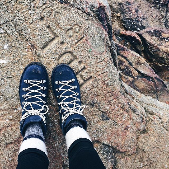"There's nothing like breaking in new hiking boots, especially with a new friend. It was great to meet @wayfaringsiren in person, a contributor to She Explores, and a thru hiker. She's complete the AT and the PCT. The CDT might be next because as they say ""you either so one or three."" . .  Tip for breaking in new boots - tape your ankles or whatever are your blister prone spots. Still grateful to @sosweetsogood for the sage advice. 