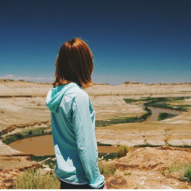 #sheexplores | @sheilaismagic out in the Utah desert. So many colors 🌈 | 📷 @sheilaismagic