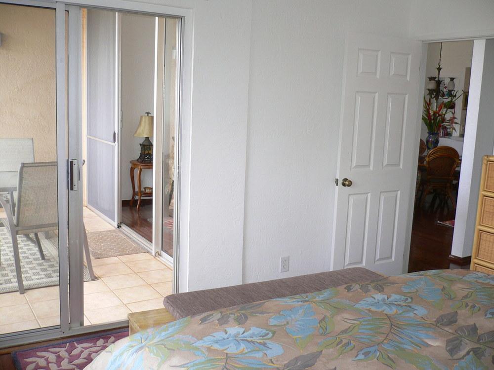 Master Bedroom w/access to Lanai