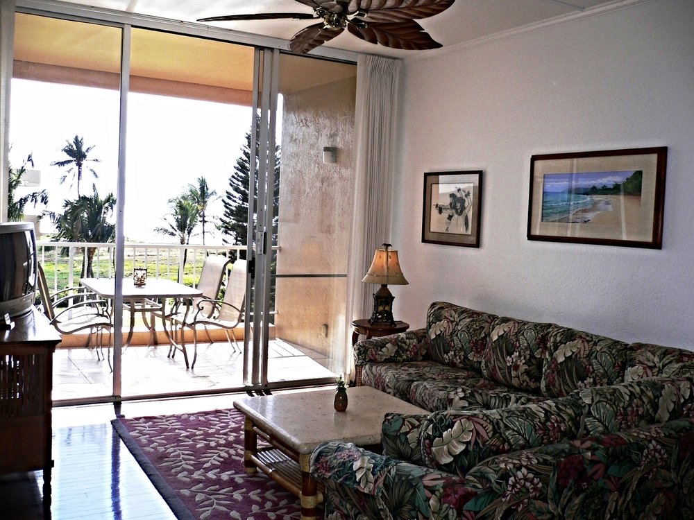Living Room, looking onto Lanai/Ocean
