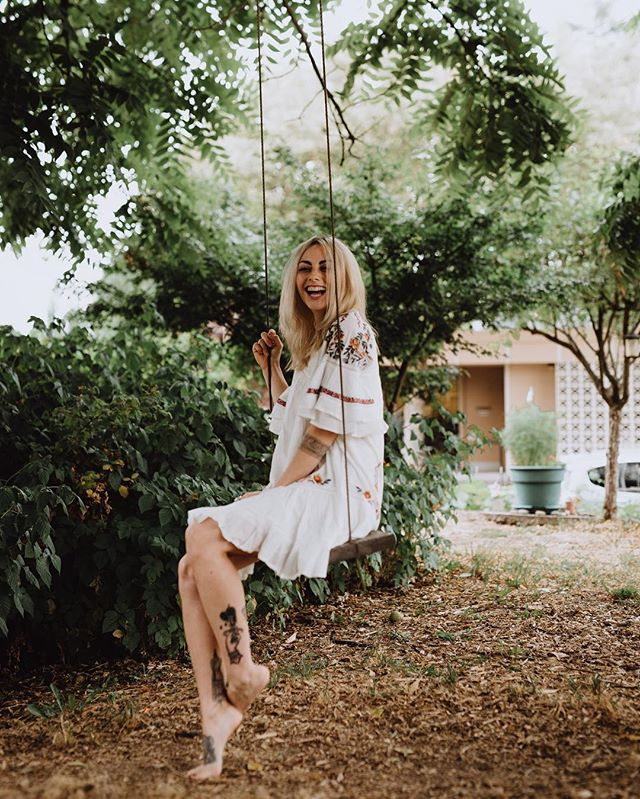 Swinging into to fall 🍂🌦 @jocelynraebourlier 📸 @k_sto #pavlodress