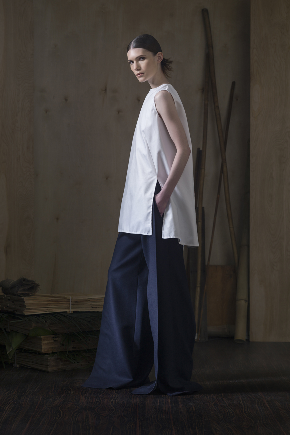 Oxford Cotton Sleeveless Blouse  paired with  Wool Flannel Overlap Trousers.