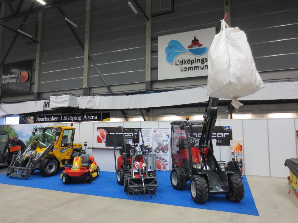 Lantbruksmässan i Lidköping, Monter C17 med maskiner som Wille redskapsbärare, Canycom slyklippare och norcar kompaktlastare.