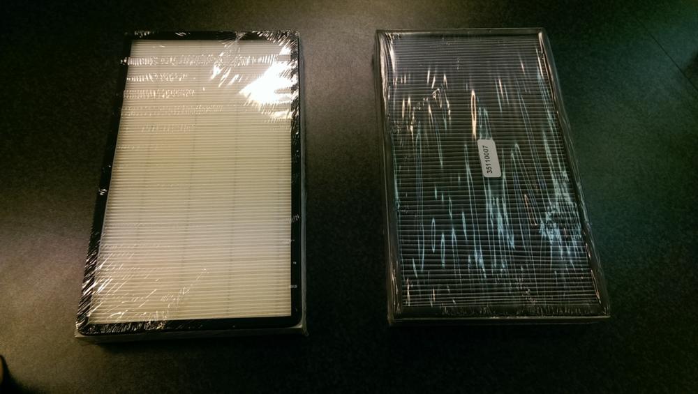 Två stycken kupèfilter, till vänster: pappfilter, till höger: F9 filter (stoppar farliga partiklar från att komma in i hytten vid sopning).