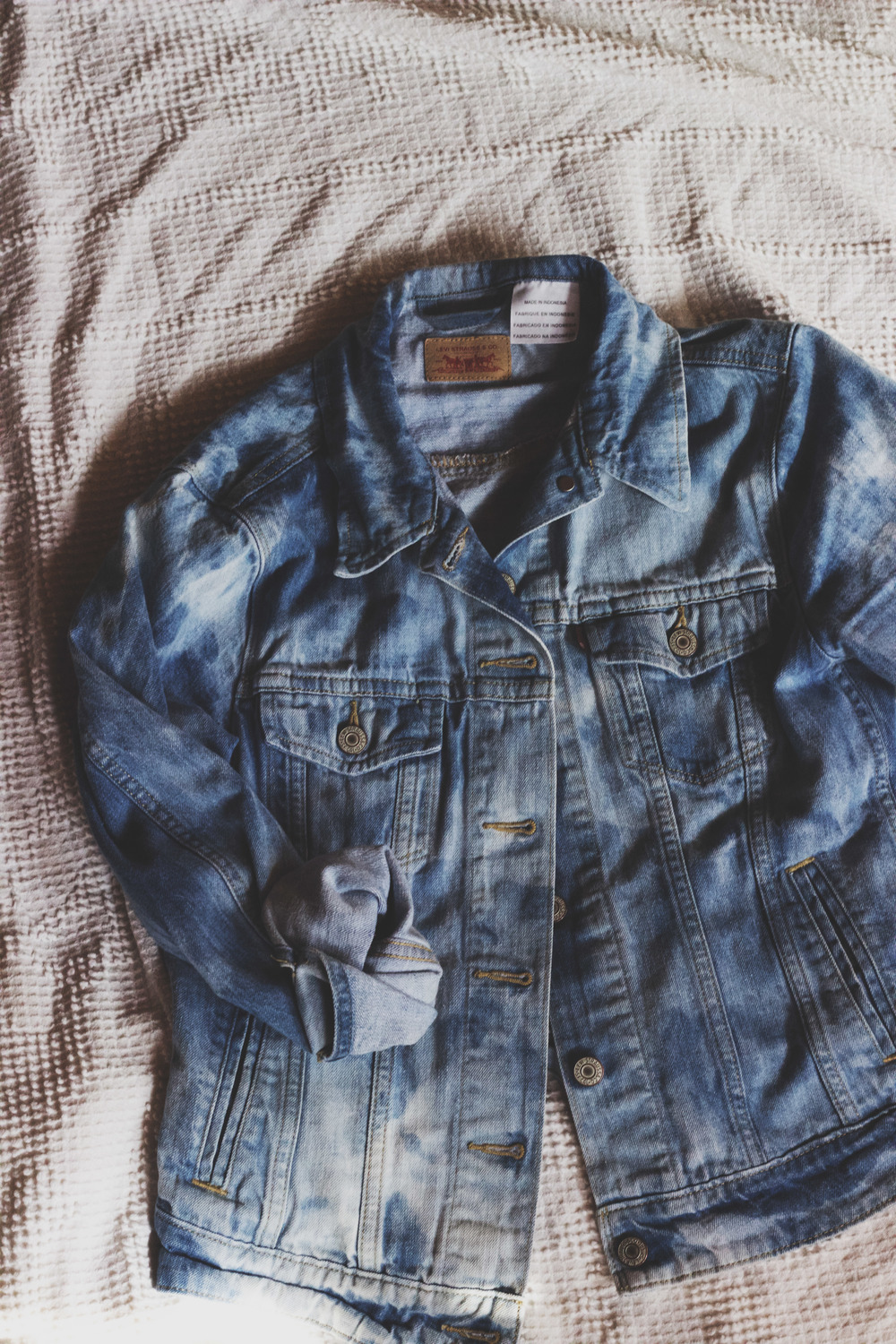 93107e2c3e8a Stone-washing Denim  How To Lighten Your Jean Jacket With Bleach ...