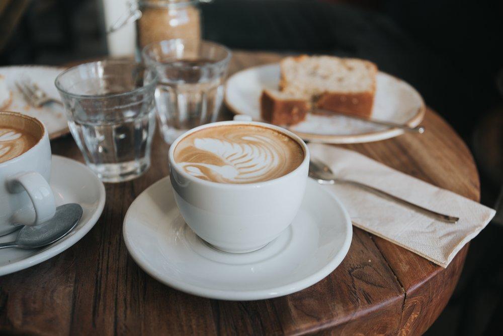 """Herzliche Einladung ins   Café """"Miteinander""""    Zu den Infos"""