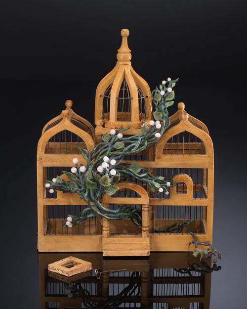 Kathleen Elliot. Liberty #2 (2015). Glass, found birdcage. 19.5 x 15 x 8 in.