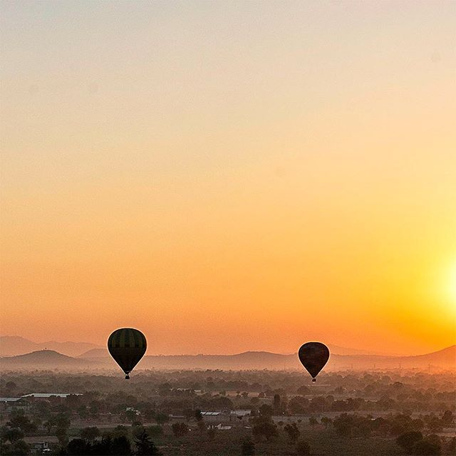 Watching the sun rise over the pyramids of #Teotihuacan while floating at 10,000 feet was totally worth the 5:00 a.m. wakeup call. #remoteyear #remoteyearveritas #ryveritas
