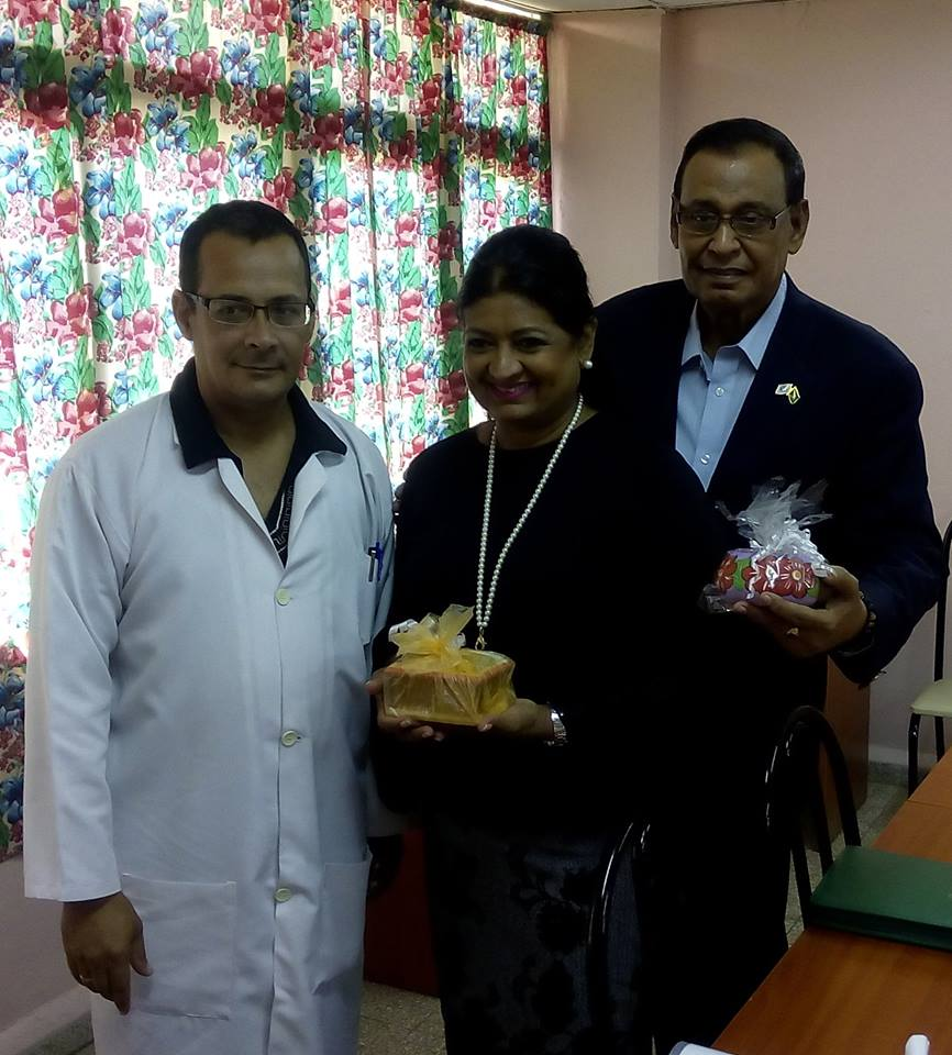 Dr. Batista Diaz (left) has presented tokens of appreciation to Ms. Singh-Bodden and Ambassador Majeed (extreme right).