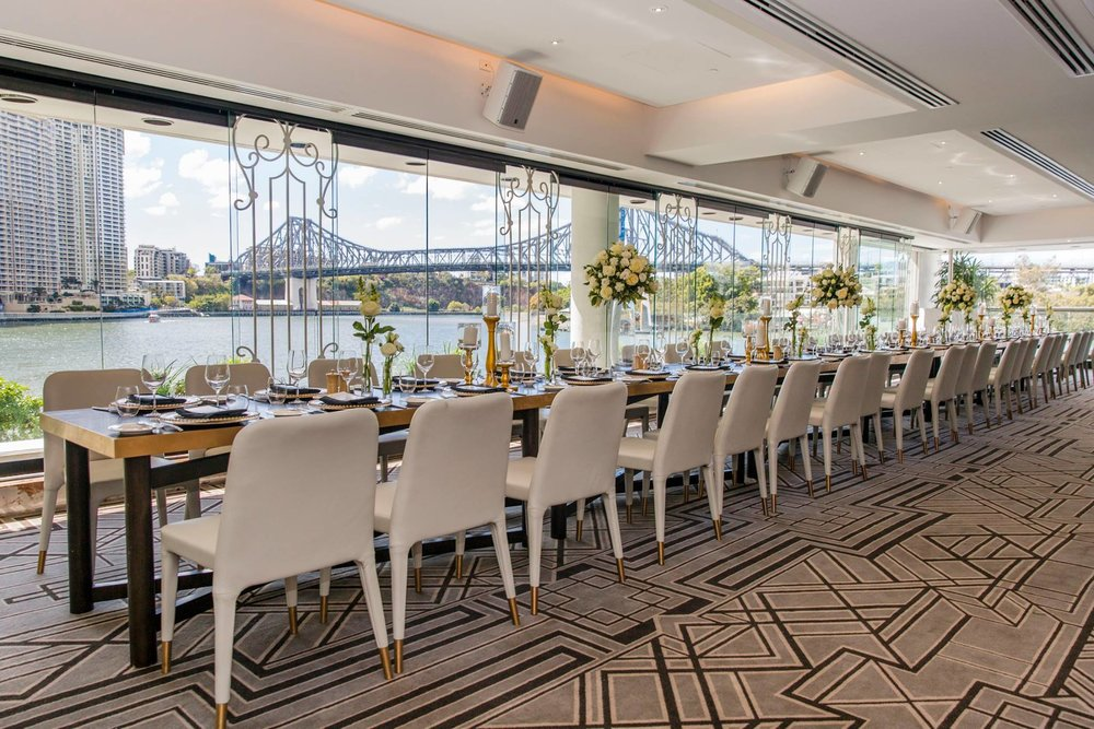 When a corporate event leads to 50+ guests on the dancefloor before 3pm! The Brisbane River and Brisbane Story Bride provided a gorgeous backdrop to Main Event styling the Wedding Ladies Who Lunch with the Occasional Guy. Green and gold in all its greatness stood out in this stunning Brisbane Riverfront location – Blackbird Brisbane. Photo via Soda Photography.