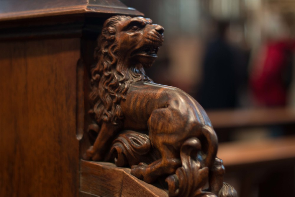 Lion carving on the edge of the pew