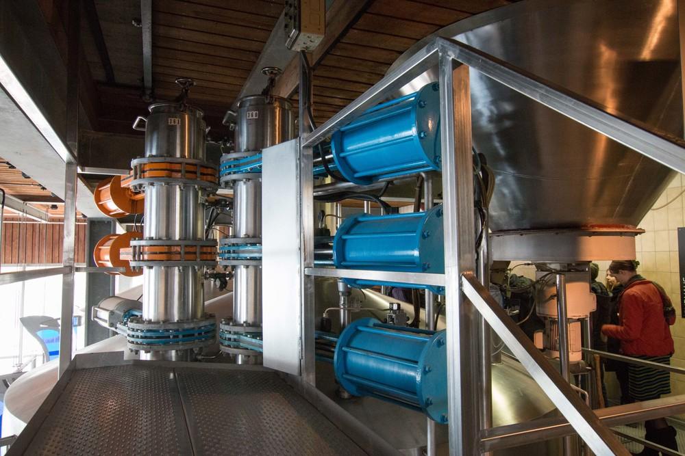Automated hop dosing gate valve