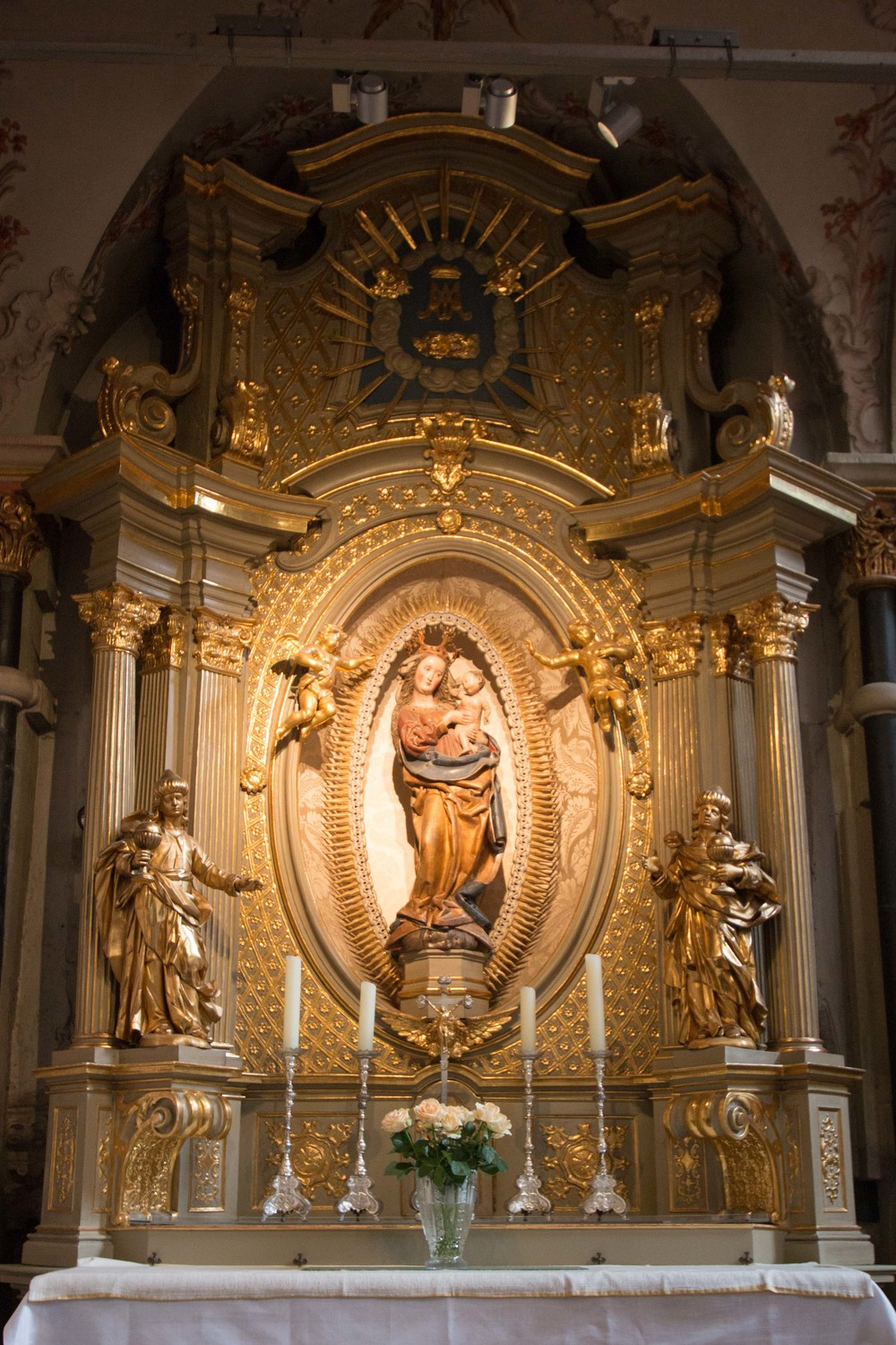 The alter of Mary