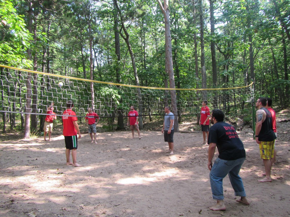 Bet Sigs playing volleyball at their picnic