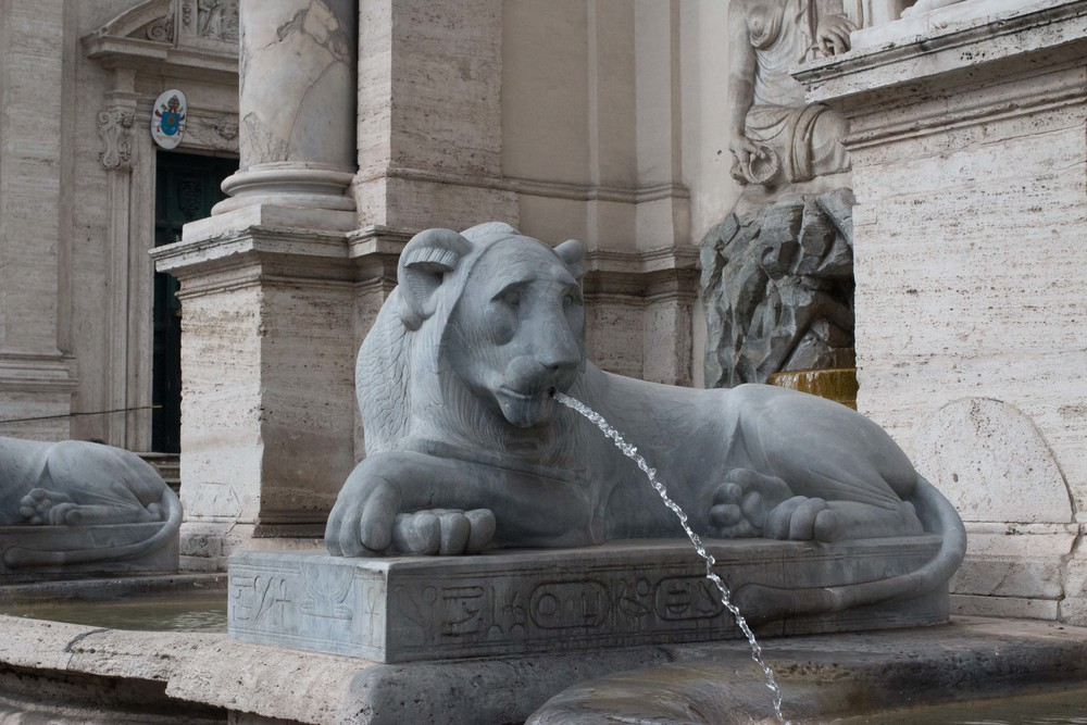One of the four lions at Fontana dell'Acqua