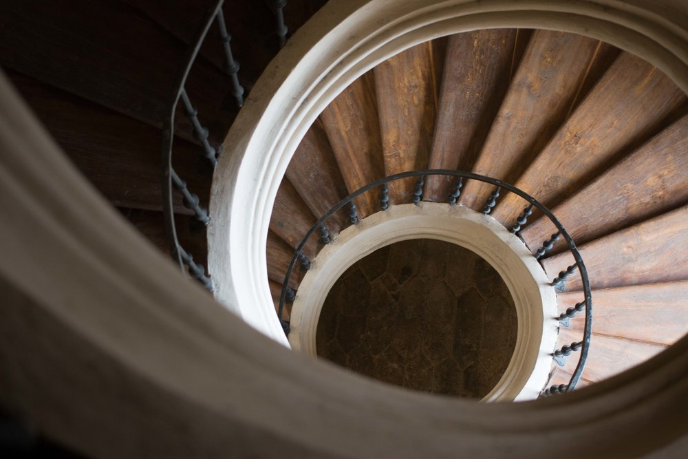 A SPIRAL staircase without a center SUPPORT