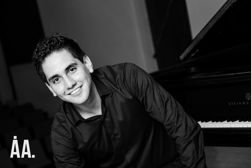 Composer, Josué Peregrina