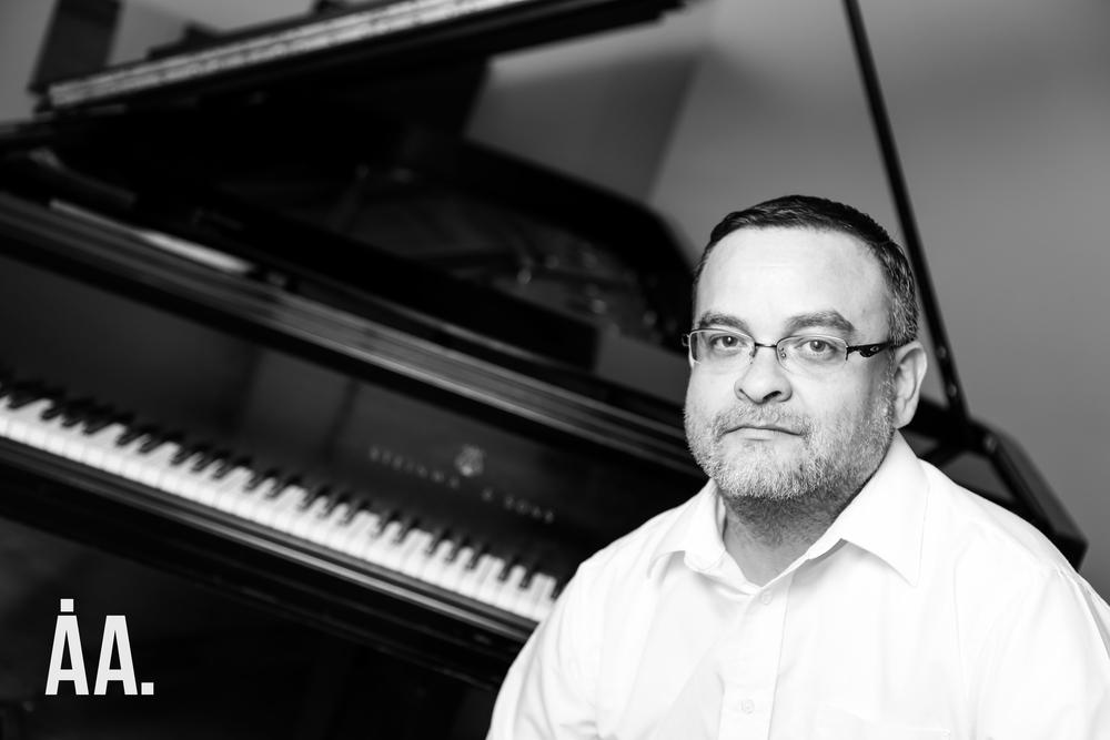 Composer, Roberto Carlos Flores