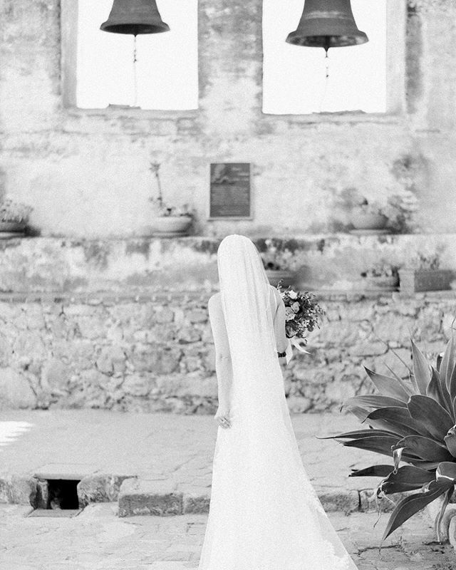 The Mission forever and always will be one of my favorite locations for bridal portraits. The tones and textures are like nothing else 🌿 Also wishing Instagram's vertical crop was a bit bigger for vertical images so you could see the bottom of this beautiful gown!! #sanysidroranch #sanysidroranchwedding #maliburockyoakswedding #holmanranch #holmanranchwedding  #firestonewinery #palmspringsweddingphotographer #calavie #calaviewedding #parkerpalmspringswedding #viceroypalmsprings #odonnellhouse  #santabarbaraweddingphotographer #orangecountyweddingphotographer #parkerpalmsprings #fourseasonssantabarbara #biltmoresantabarbara #cielofarms #belmondelencanto #belmondelencantowedding  #korakia #korakiawedding  #rivieramansion #ojaivalleyinn #santaynezwedding  #bernarduslodge #hotelbelair #lombardihouse #belairbayclub #marthastewartweddings