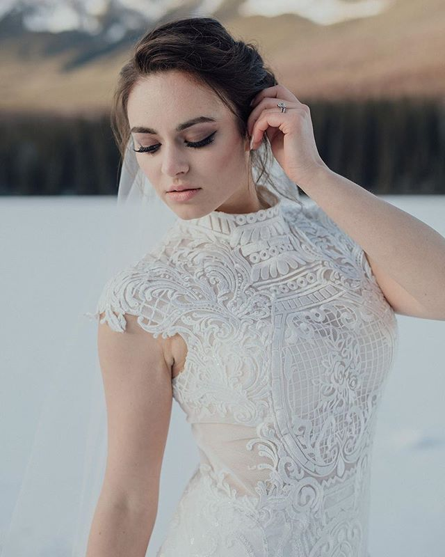 ⠀ Who else is loving this neckline? 🙋🏻‍♀️⠀ ⠀  Hair/Makeup: @rakheeforblushed⠀ Dress: @callablanchedress from @thebridalboutique⠀ Coordinator: @storyweddings.yeg⠀ Model: @samanthafraughton @modemodelsintl⠀