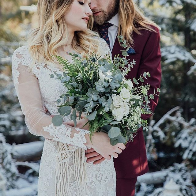 Can I just take the snow and all the pretty parts of winter but not the cold, please? ❄️That would be super lovely.⠀ ・⠀ Hair/Makeup: @nadaglambeauty of @blushedbeaute⠀ Florals & Macremé:: @twobudsflorals @ofquartz_interiors⠀ Dress: @wtoowatters from @thebridalboutique⠀ Suit: @derksformals ⠀ Necklace: @saraswatidesign ⠀ Models: Elizabeth + Chris of @modemodelsintl ⠀