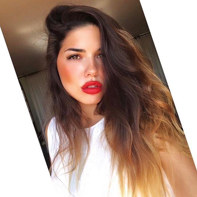 Y es impertinente, decidida, rabalera, espinosa, perturbadora, cabezona, provocativa y provocadora. Es atea convencida, económica,  egiptóloga, revulsiva, espontánea, antónima, y homónima. Y es inmensa y se siente nada, excesiva, contradictoria. Quiere ser normal, como todos, pero ella ya es toda. 🤘🏻🌹 👉🏻👉🏻💄 @nyxcosmetics_es 👈🏻👈🏻#nyxcosmetics_es #nyxprofessionalmakeup_es #nyxprofessionalmakeup 👌  #HappyGirlsShineBrighter #quotes #moodedits #womenempowerment #makeup #professionalmakeup #girlspower