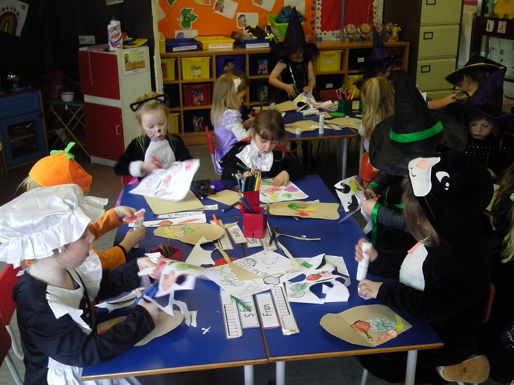 P1 had lots of fun dressing up for Halloween and celebrating Harvest.