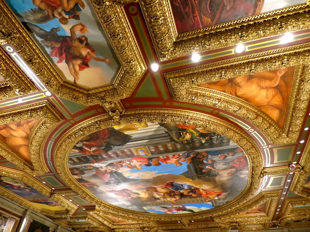 Further interior splendor.