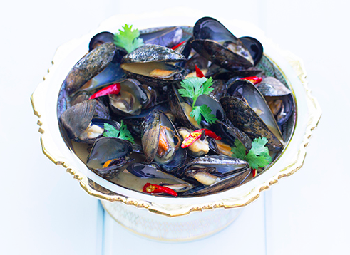 Steamed mussels with Green Curry.png
