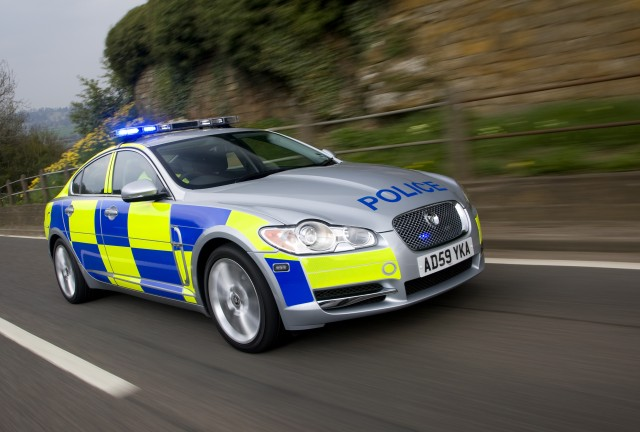 jaguar-xf-joins-the-motorway-police-19867-image1.jpg