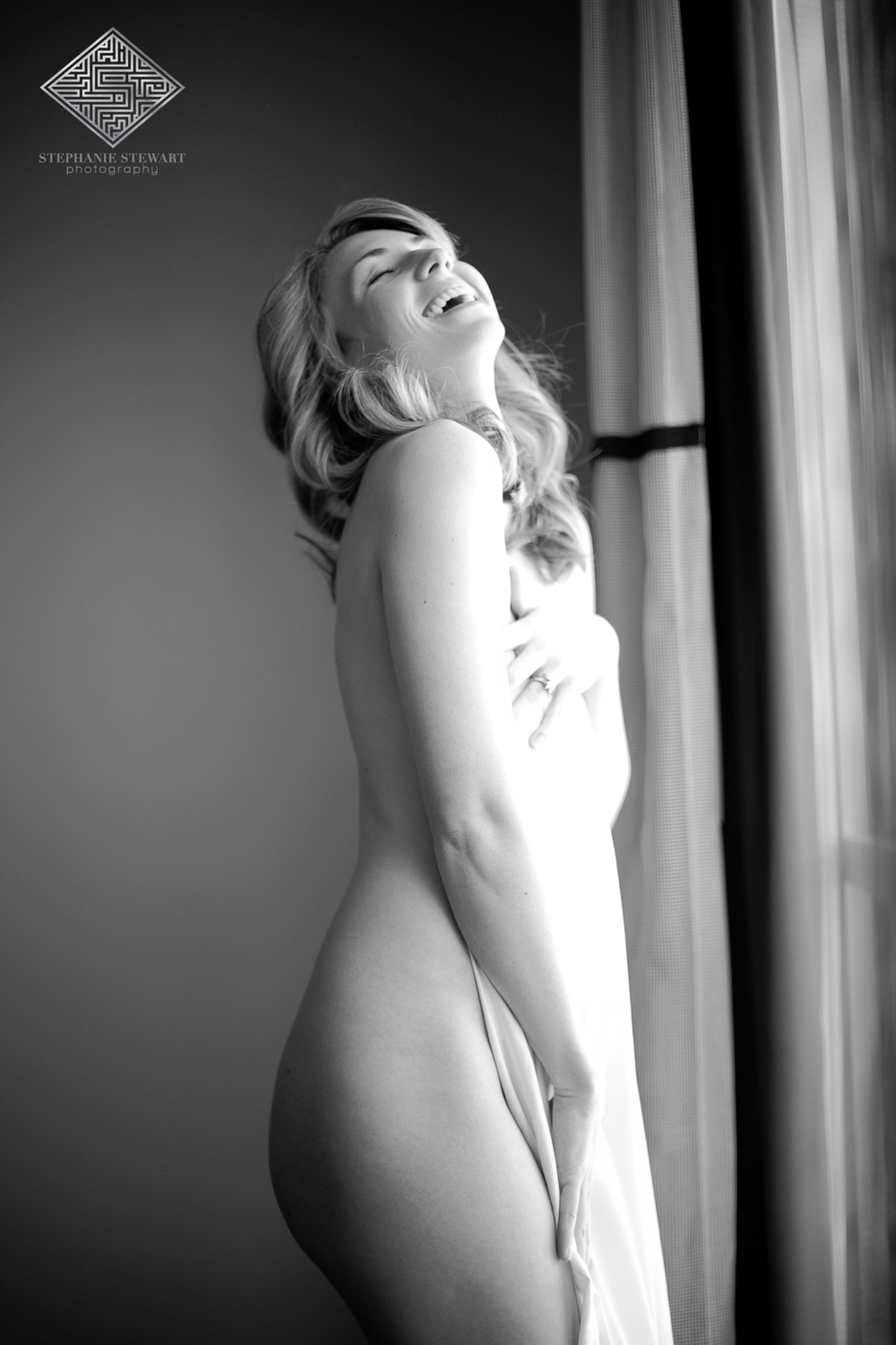 Real-Women-Nude-Sheets-Black-and-White-Boudoir-Laughing-Stephanie-Stewart-Photography