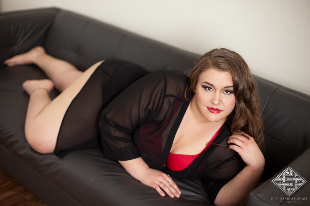 Boudoir-Plus-Size-Curvy-Women-Red-Negligee-Sexy-Portrait-Session-Glamour-Stephanie-Stewart-Photography-NBExclusive