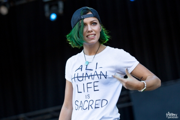 Jenna McDougall, lead vocalist of Tonight Alight. Image courtesy of Sammy Roenfedt.