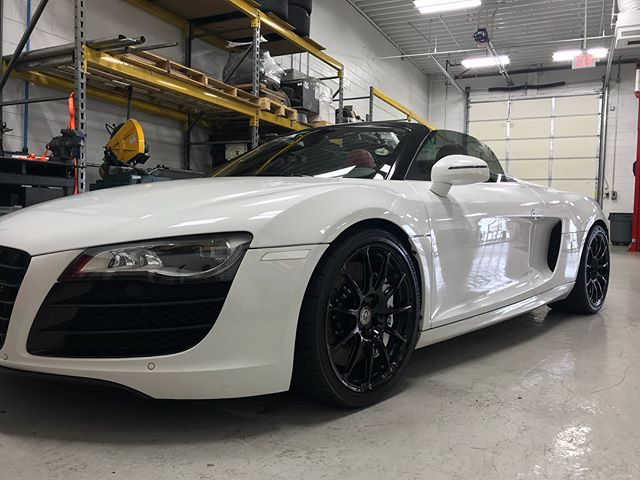 Cleaned up this @underground_racing R8 for @redlinespeedworx today. Schedule your car now! #autoluxe #luxelifeornolife #audi #undergroundracing #detailsdoneright #detailingboost #twinturbo #detailed #e4l #exotic #exotics4life #instacar #luxury4play #luxury #motor_head_ #performance #itswhitenoise #thebillionairesclub #ridiculouslifestyle #lavish #carswithoutlimits #carporn #carinstagram #avantbleu #envisionbleu #tristate #elite #carlifestyle #cupgang