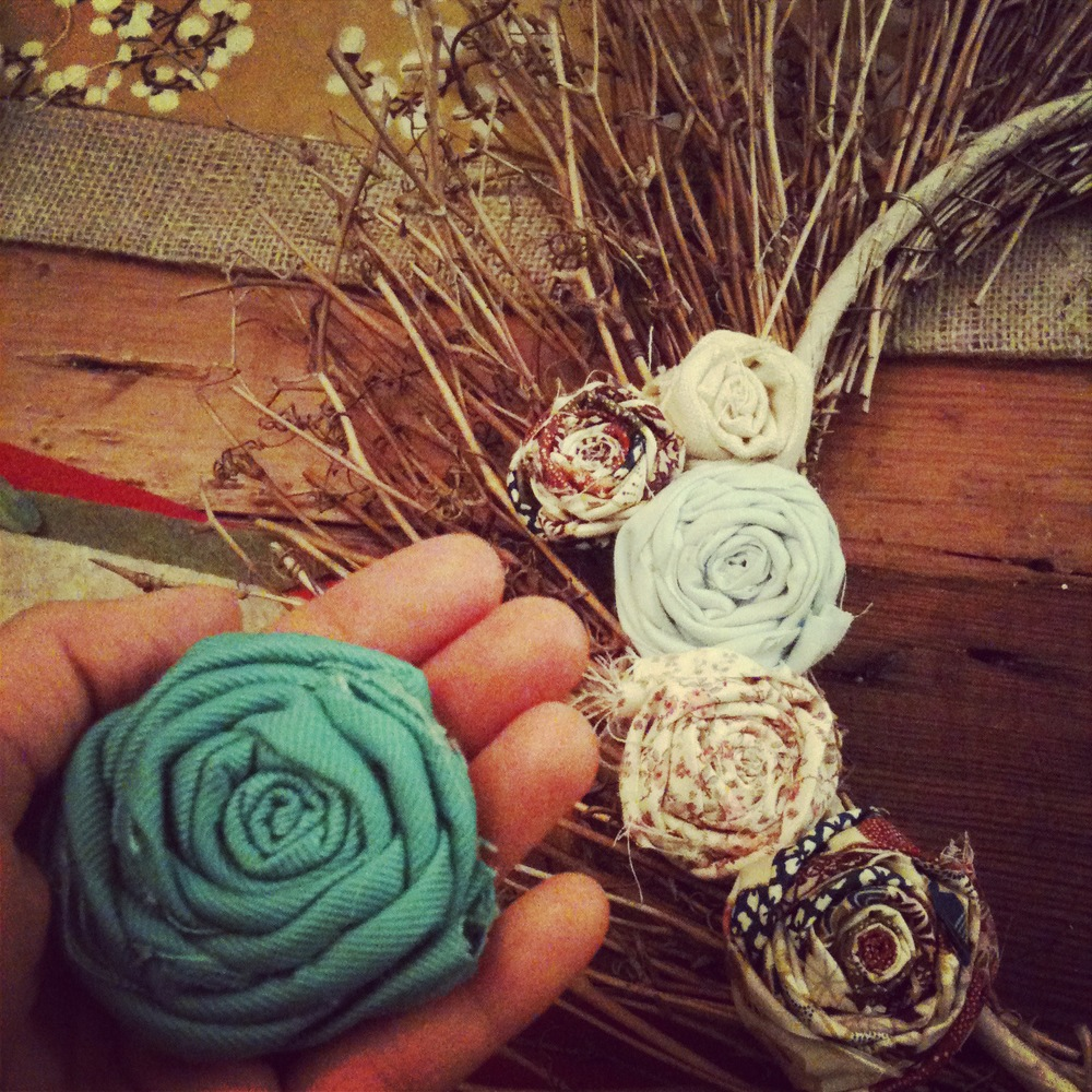 Pinterest project: Repurposed wreath with fabric rosettes